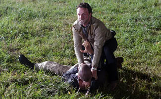 TWD-Episode-212-Rick-Shane-Ground-325.jpg