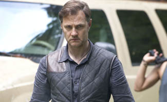 twd-s3-first-look-governor-325.jpg