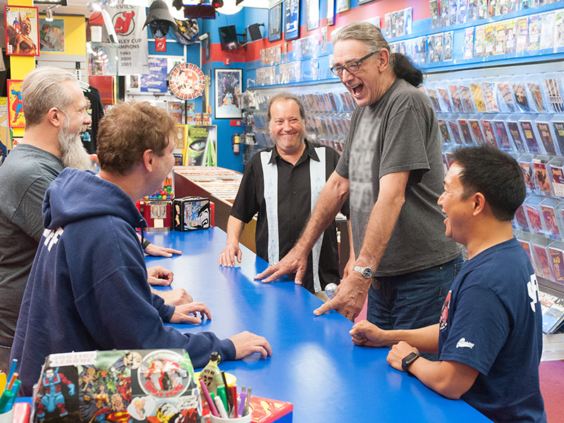 comic-book-men-501-walt-bryan-mike-rob-bruce-peter-mayhew-ming-800×600