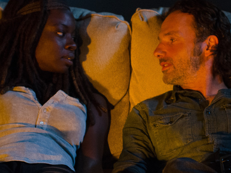 the-walking-dead-episode-610-michonne-gurira-rick-lincoln-hands-v2-1200×707