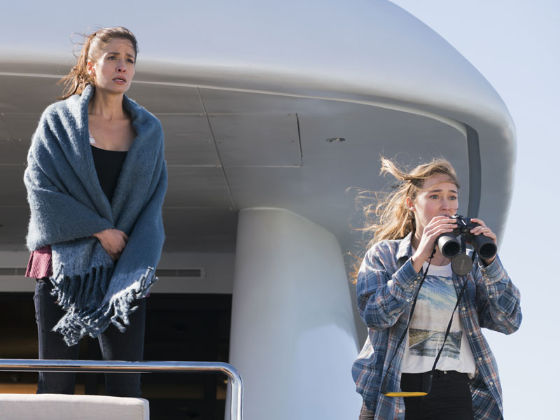 fear-the-walking-dead-episode-201-ofelia-mason-alicia-carey-800×600