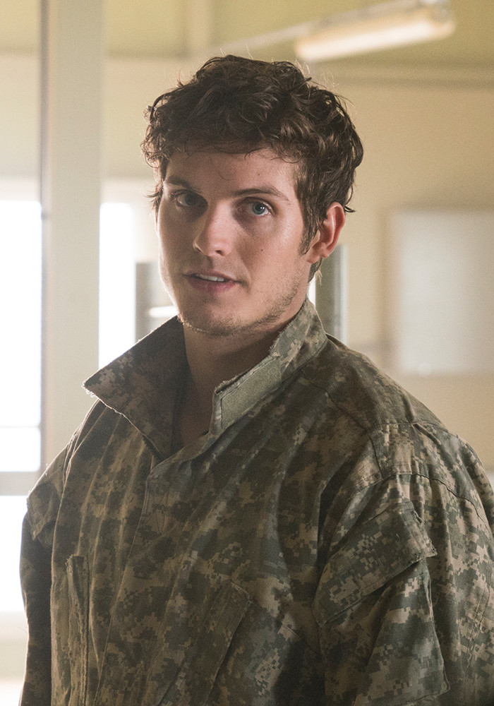 fear-the-walking-dead-season-3-troy-sharman-800×600-cast