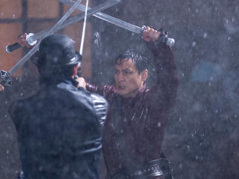 into-the-badlands-episode-101-sunny-wu-1200×707-swords-in-rain