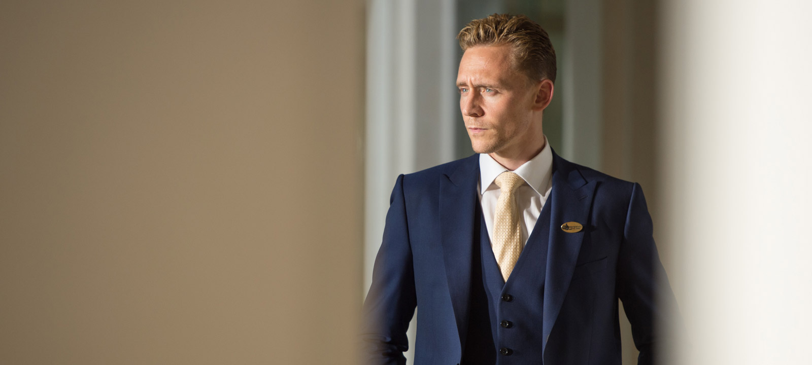 the-night-manager-101-jonathan-hiddleston-2-800×600