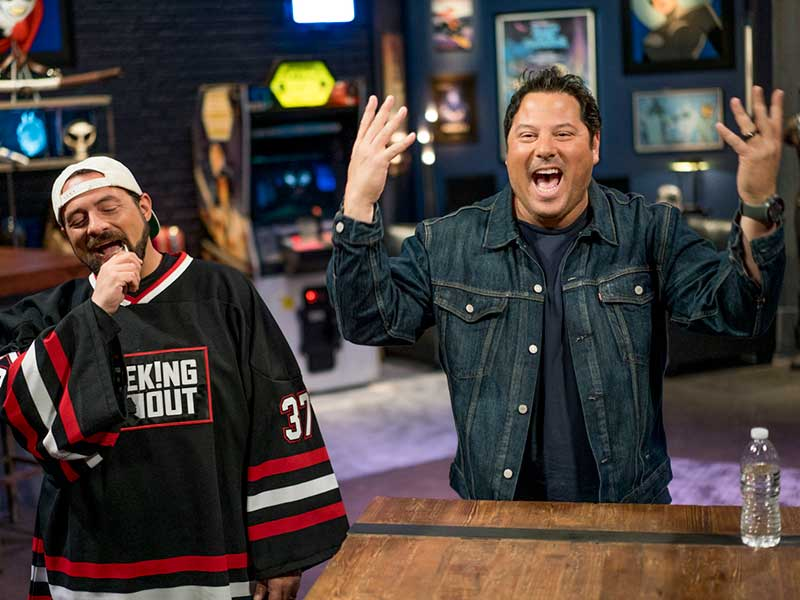 geeking-out-kevin-smith-greg-grunberg-hands-up-800×600