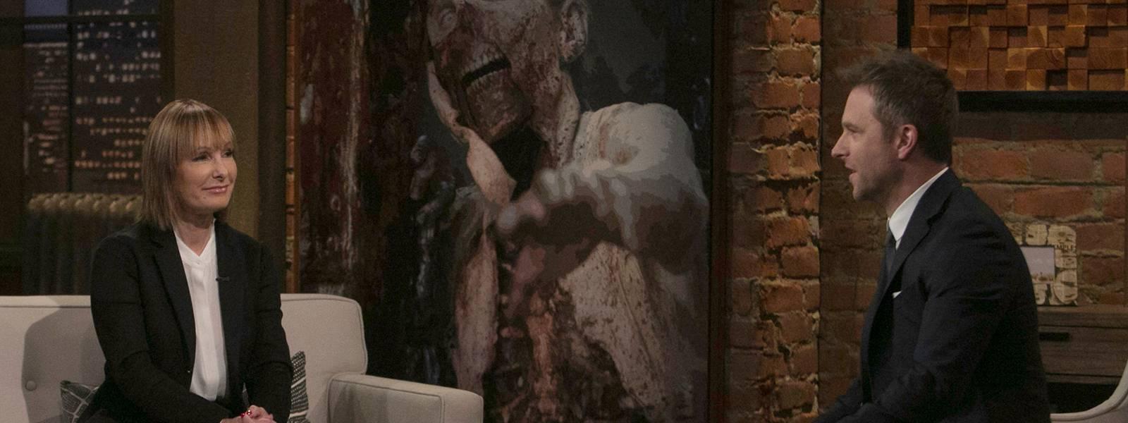 talking-dead-episode-721-gale-anne-hurd-chris-hardwick-800×600