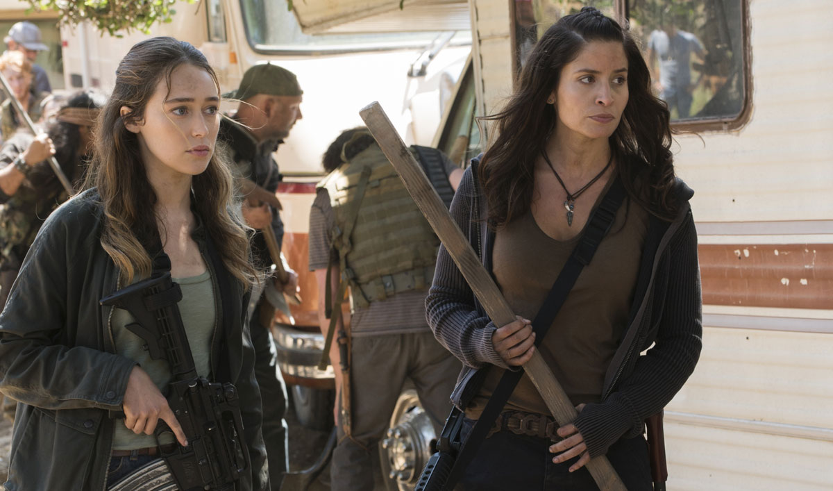 Alicia and Ofelia Battle a Horde in this Scene From <em>Fear the Walking Dead</em> Episode 12