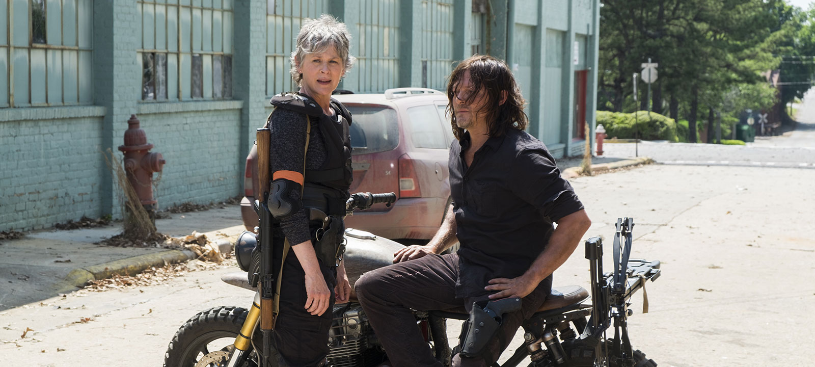 the-walking-dead-episode-801-carol-mcbride-daryl-reedus-800×600-photos