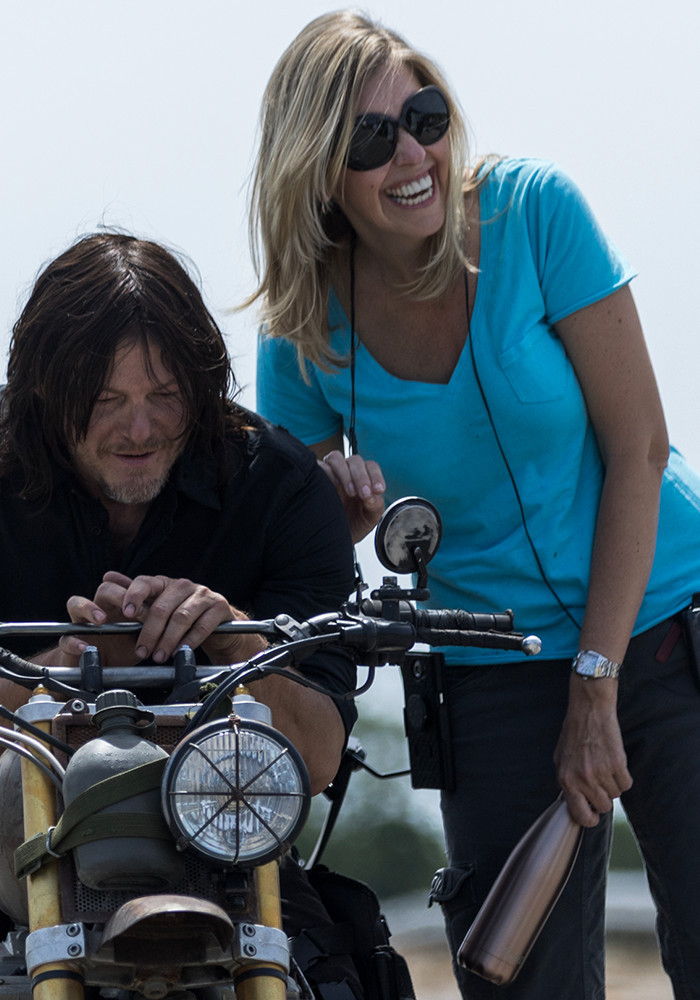 the-walking-dead-season-8-denise-huth-norman-reedus-800×600