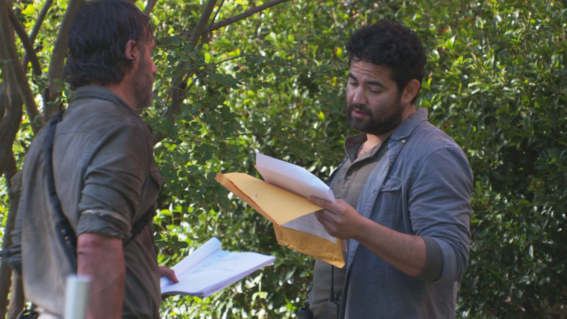 The Walking Dead 8x03 - Morales Story/Death - YouTube