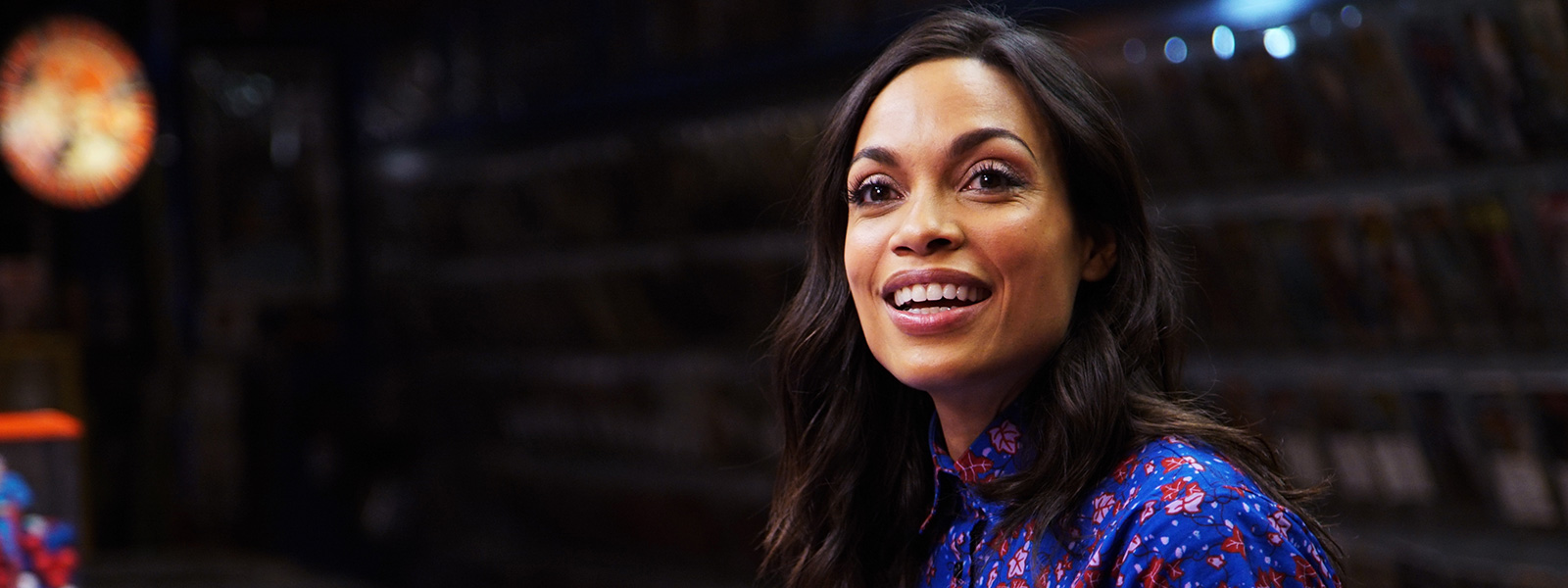 comic-book-men-707-rosario-dawson-800×600