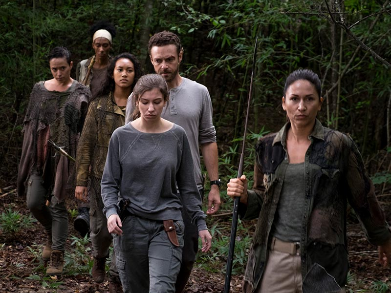 the-walking-dead-episode-810-enid-nacon-aaron-marquand-800×600-photos