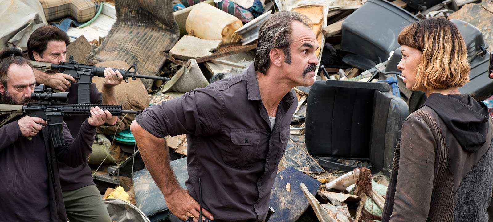 the-walking-dead-episode-810-simon-ogg-800×600-interview