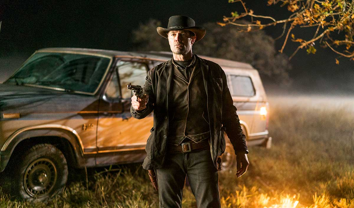 Extras for the <em>Fear the Walking Dead</em> Season 4 Premiere