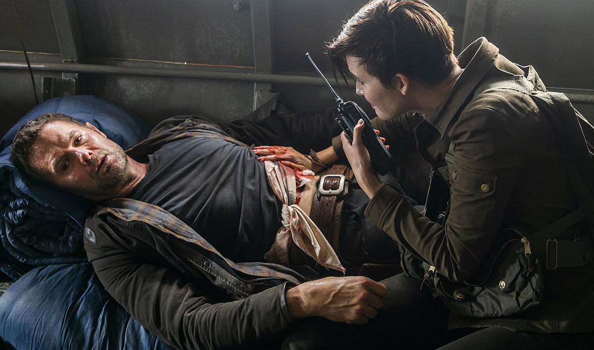 Watch a Sneak Peek of Sunday's <em>Fear the Walking Dead</em> Mid-Season Finale