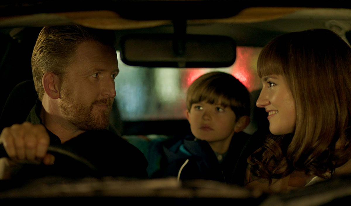 A Night Out Takes a Dark Turn in This Harrowing Scene From <em>HUMANS</em> Episode 4