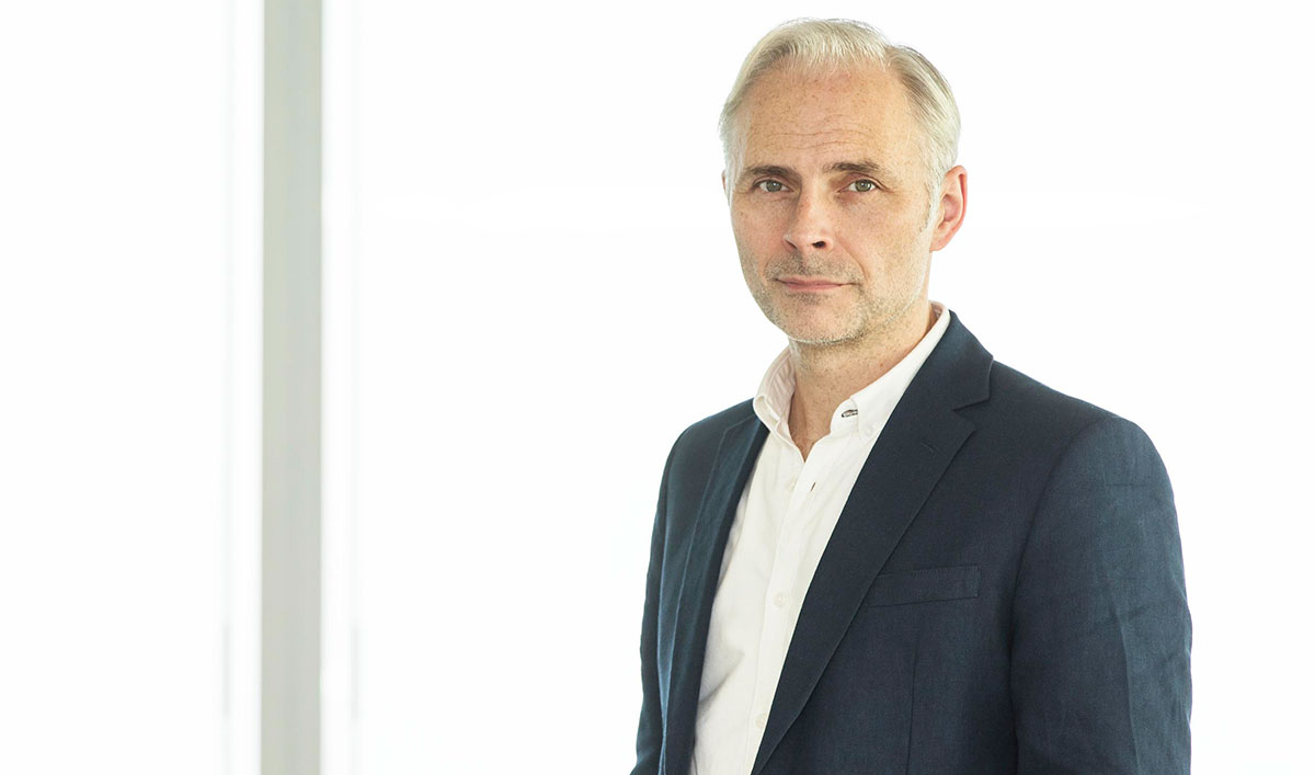 (SPOILERS) <em>HUMANS</em> Q&A — Mark Bonnar (Dr. Neil Sommer)
