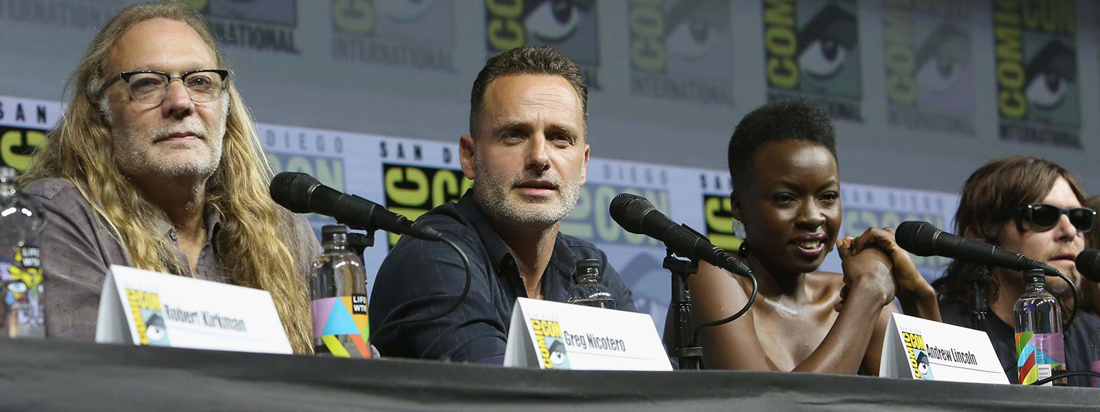 the-walking-dead-season-9-comic-con-panel-andrew-lincoln-greg-nicotero-800×600