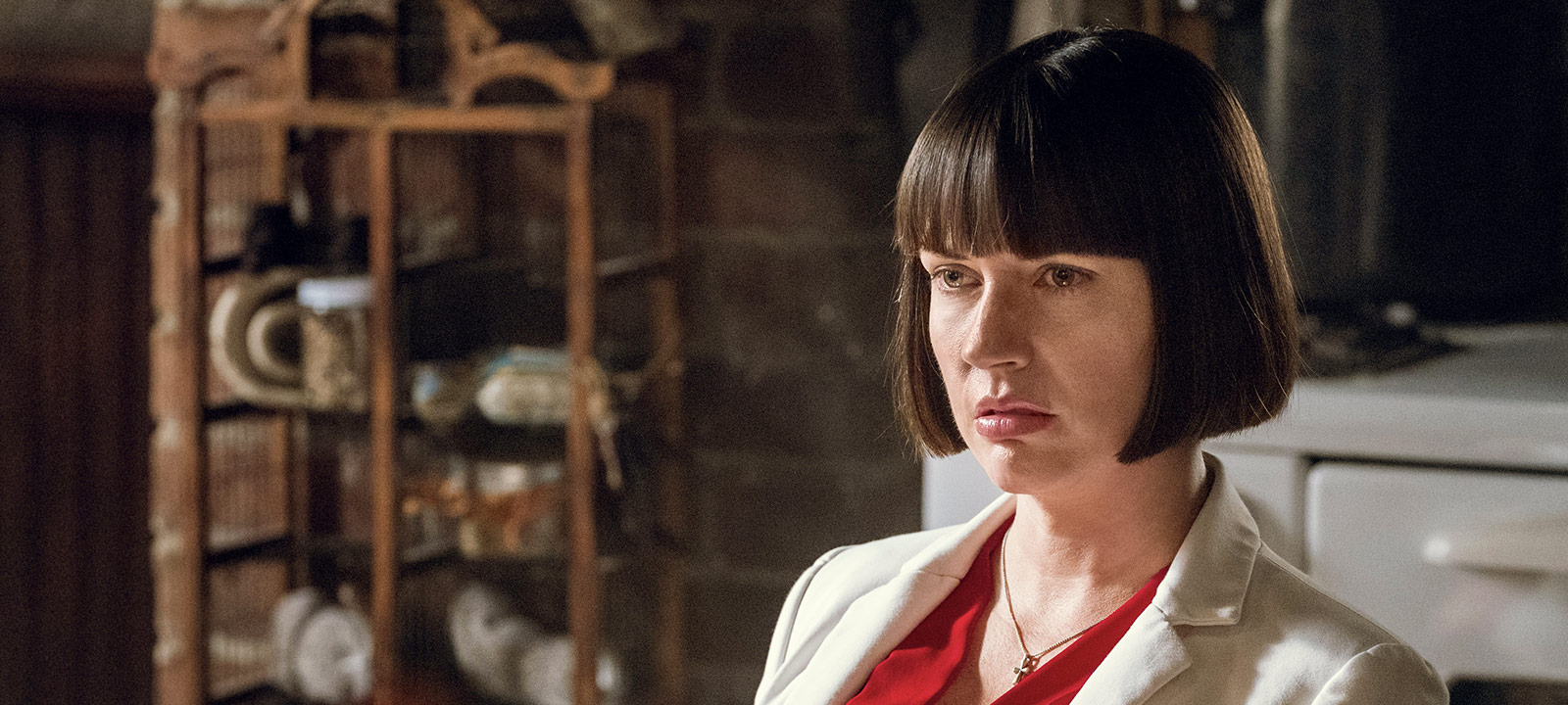 Julie Ann Emery Q&A-800×600