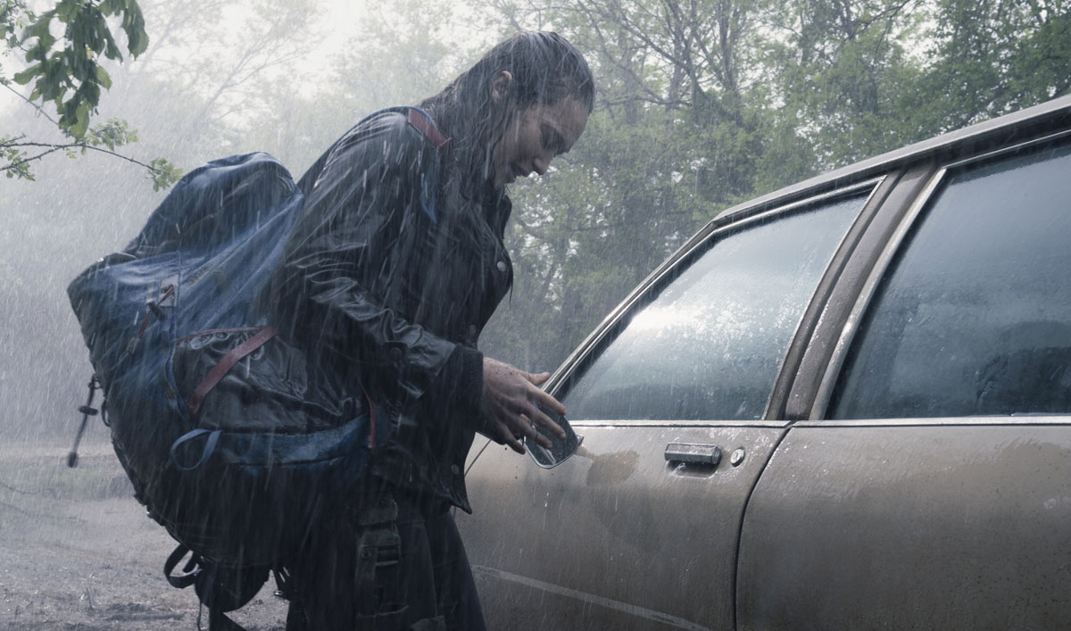 Sneak Peek of <em>Fear the Walking Dead</em> Episode 10 — Alicia Gets Caught in the Storm