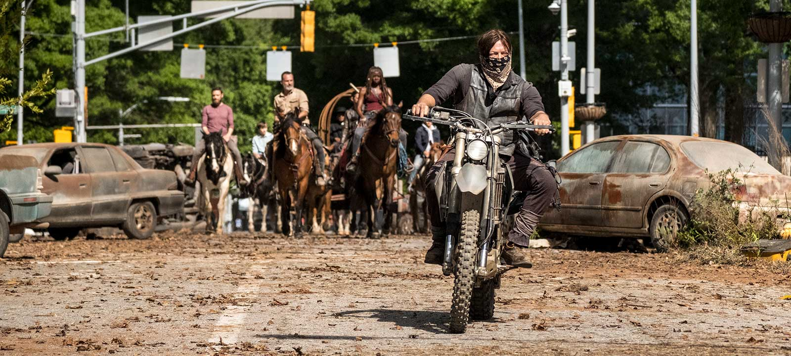 the-walking-dead-episode-901-daryl-reedus-800×600-interview