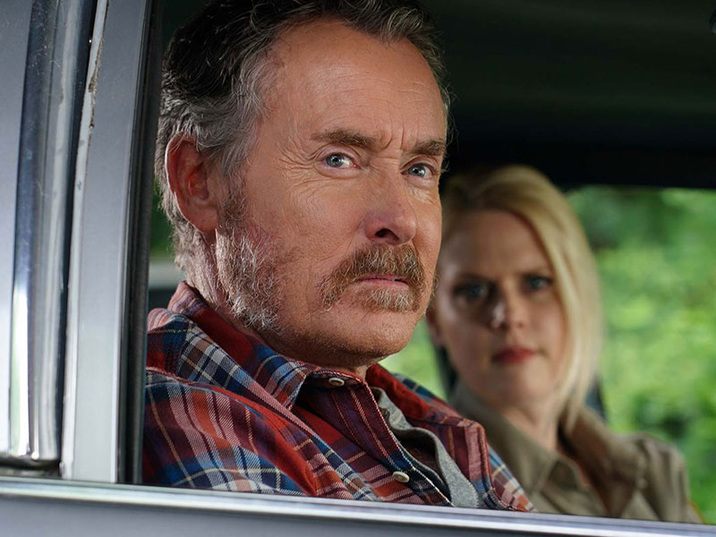 stan-against-evil-S3-trailer-ginley-evie-varney-800×600