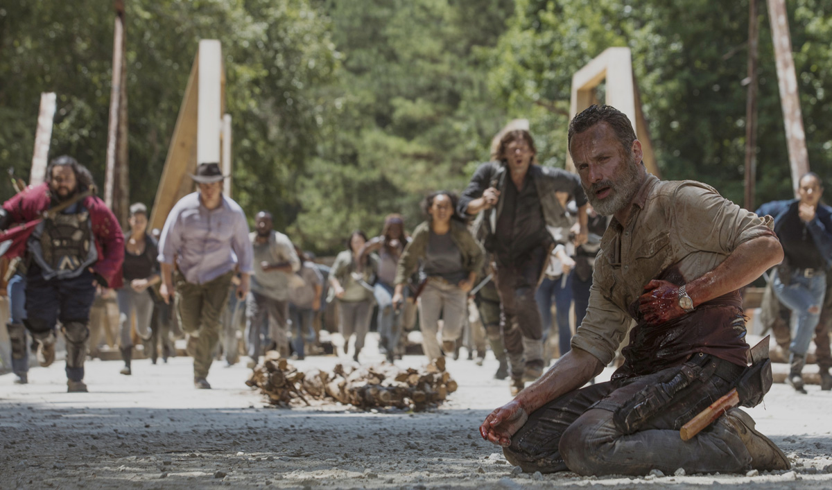 <em>Variety</em> Laments Carl&#8217;s Death; <em>Fan Fest</em> on Andrew Lincoln Christmas Greeting