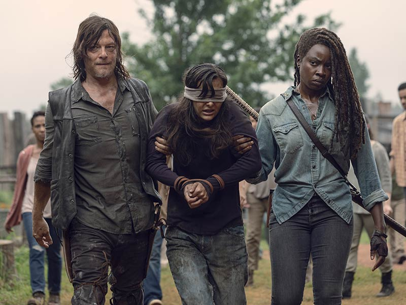 the-walking-dead-episode-909-daryl-reedus-michonne-gurira-inside-800×600