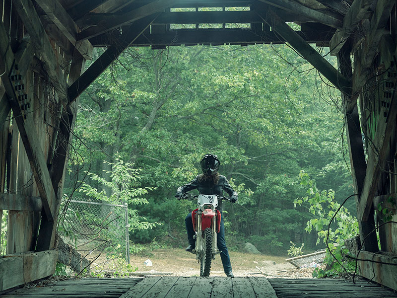 nos4a2-first-look-vic-cummings-bike-bridge-800×600