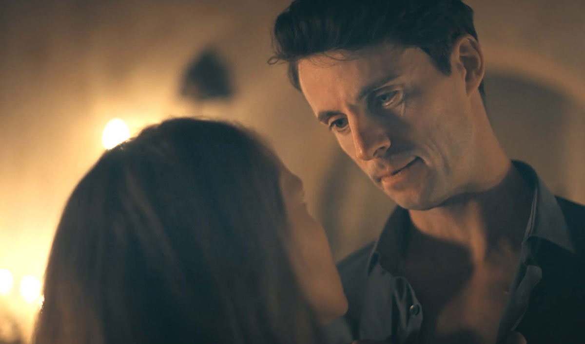 Diana and Matthew Grow Closer in This Intimate Scene From <em>A Discovery of Witches</em> Episode 5