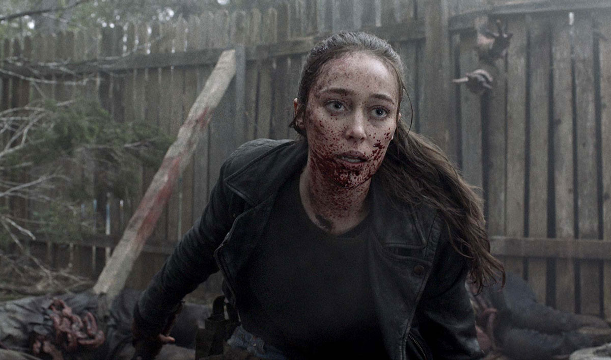 Watch Alicia Hack Through a Herd of Walkers in This Week's <em>Fear the Walking Dead</em> Walker Kill of the Week
