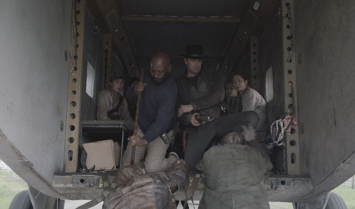 Watch Morgan and John's In-Flight Walker Kill From <em>Fear the Walking Dead</em> Episode 8