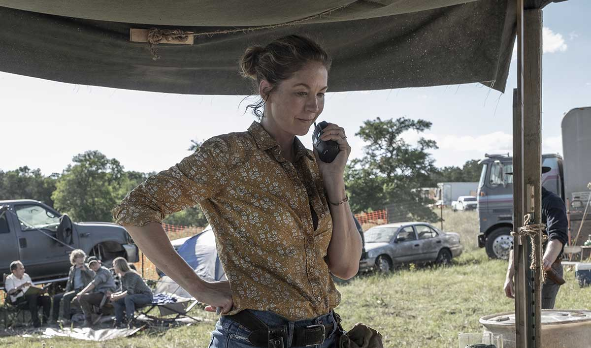 (SPOILERS) <em>Fear the Walking Dead</em> Q&A — Jenna Elfman (June)