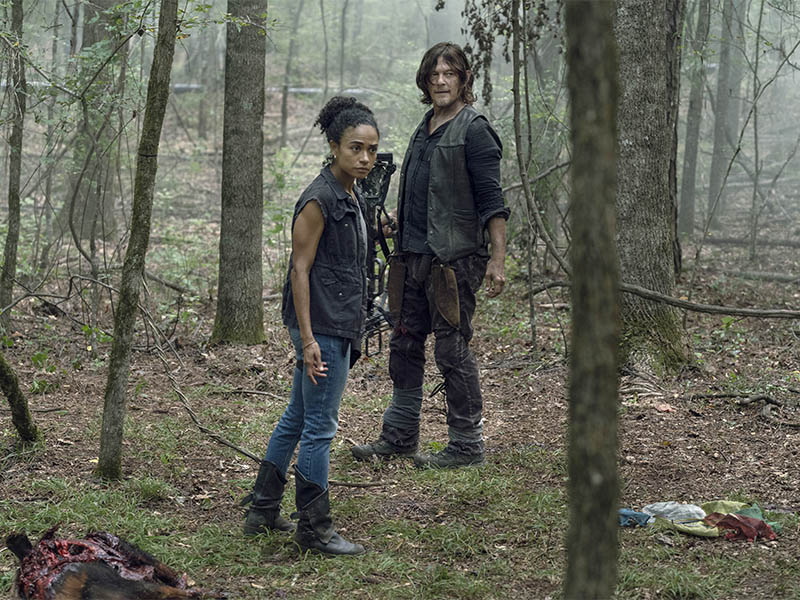 the-walking-dead-episode-1005-connie-ridloff-daryl-reedus-pre-800