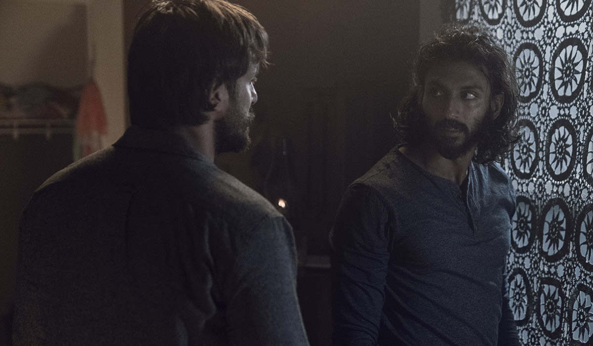 Watch the Shocking Moment Between Siddiq and Dante That Changed Everything From <em>The Walking Dead</em> Episode 7