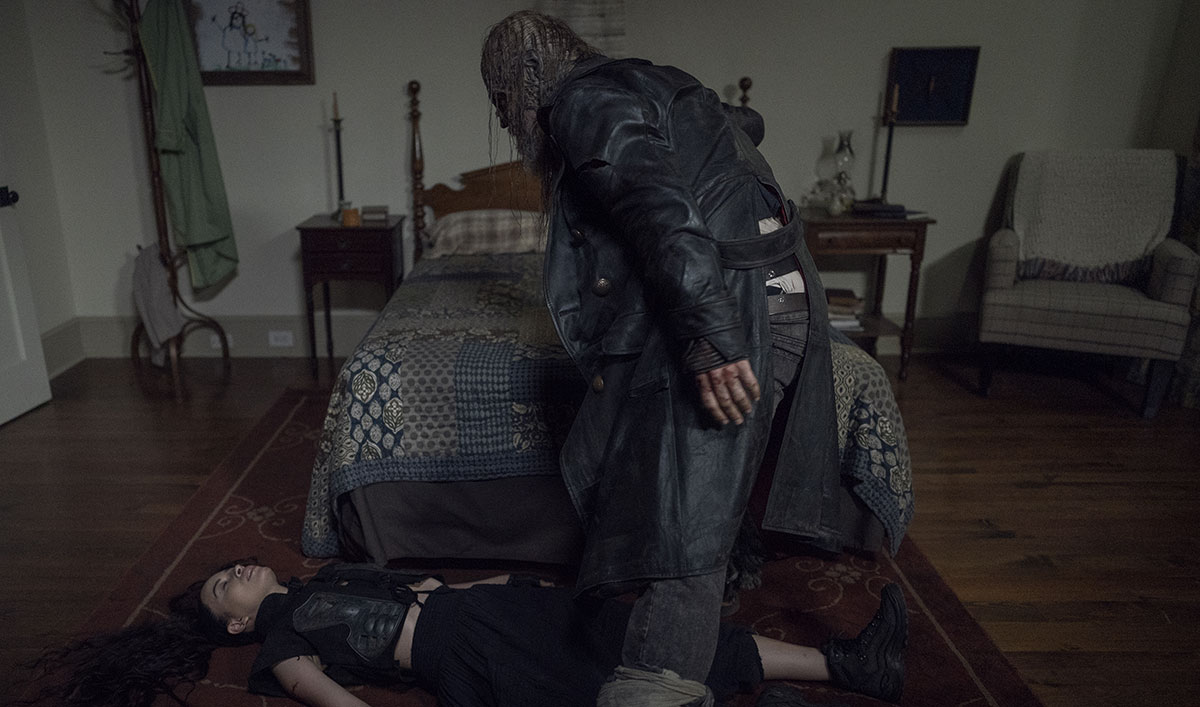 Beta Is In Alexandria Stalking His Prey In This Terrifying Scene From <em>TWD</em> Episode 10