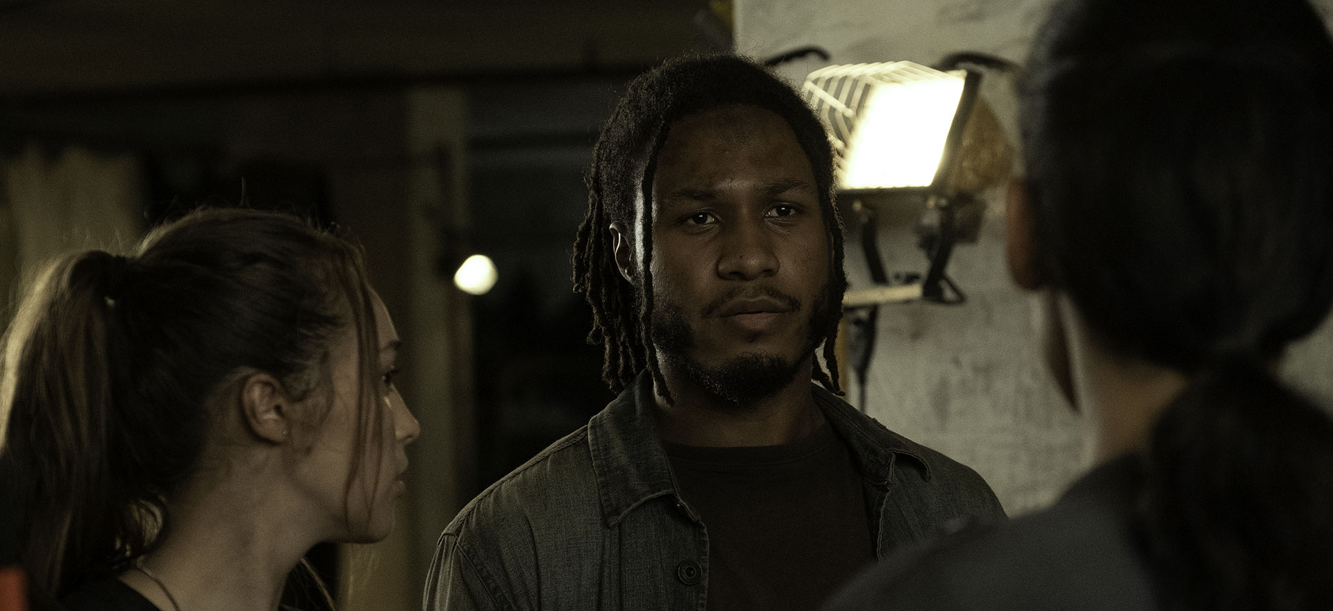 <em>Fear the Walking Dead</em> Q&A — Colby Hollman on Wes's Reunion With His Brother in The Holding