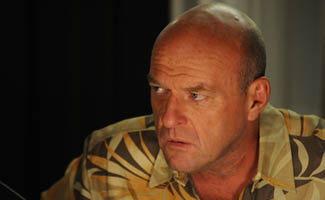 BB-S5-Dean-Norris-Interview-325.jpg