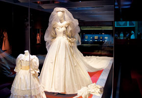Princess Diana S Wedding Dress Continues To Inspire U S Fans