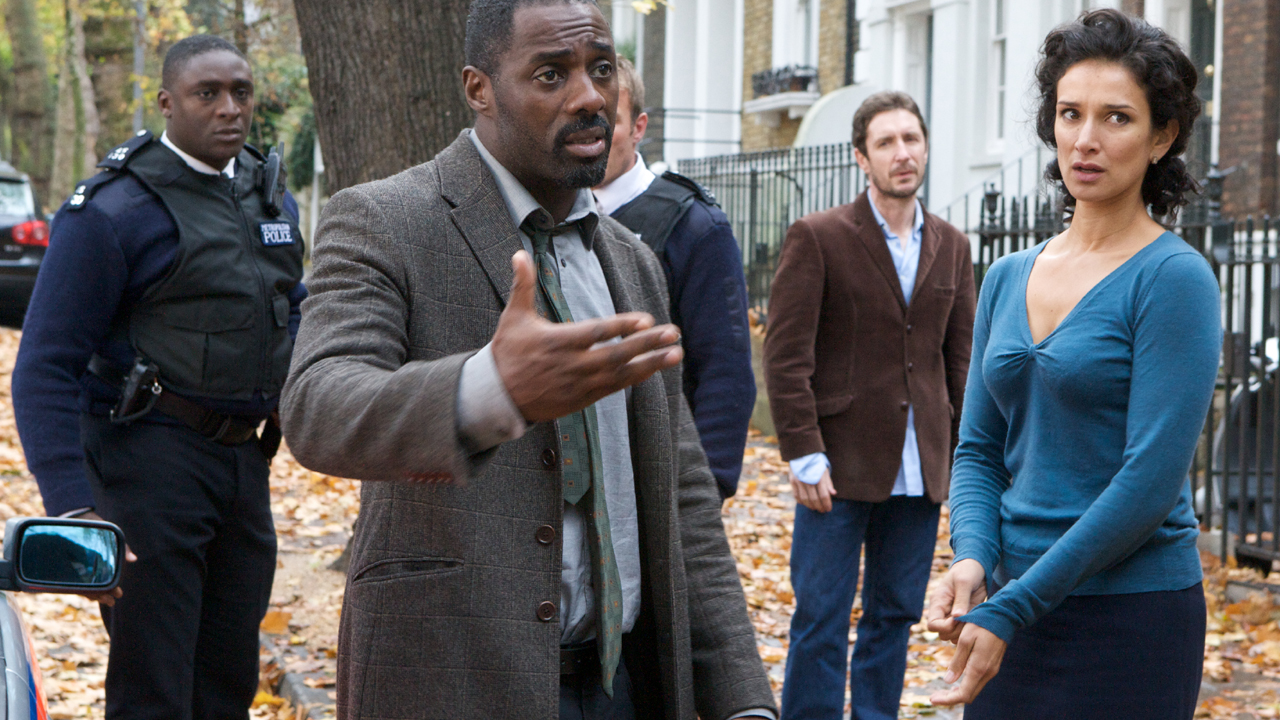 Zoe and Mark call the cops on Luther