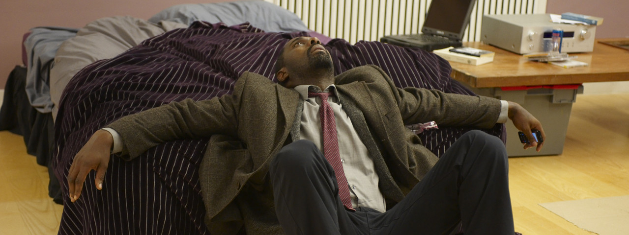 Luther tries to get in touch with Zoe