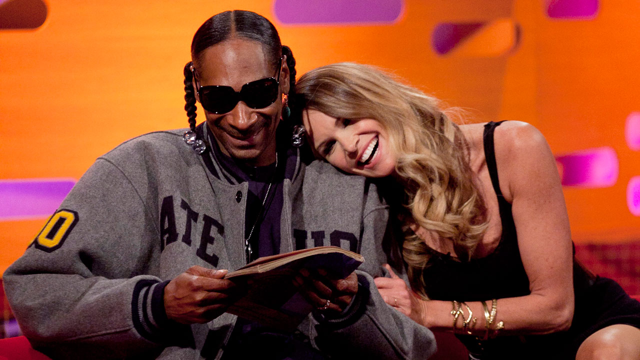Snoop Dogg and Elle Macpherson have a moment during episode 11.
