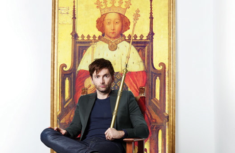 David Tennant with Richard II portrait in background. (RSC)