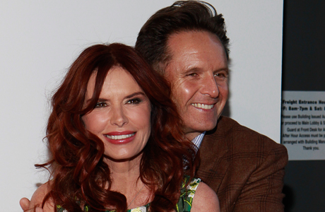 Mark Burnett (right) and wife, actress/producer Roma Downey. (Photo: Mark Von Holden/Invision for Fox Home Entertainment/AP Images)