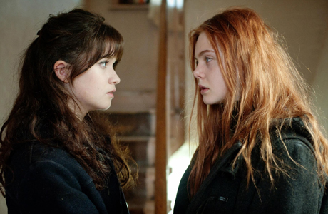Alice Englert and Elle Fanning in 'Ginger & Rosa' (Photo: Adventure Pictures)