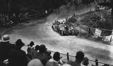 Major C.G. Coe driving a Vauxhall 30-98 at Shelsley Walsh Hillclimb, 1924. (TopGear.com)