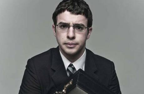 Simon Bird has a strong grip on that briefcase. (E4)