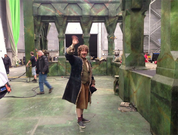 Martin Freeman waves goodbye from the set of 'The Hobbit'