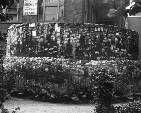 1928, Churchyard