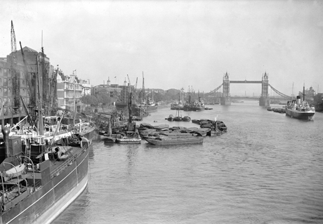 1929, Barges and ships